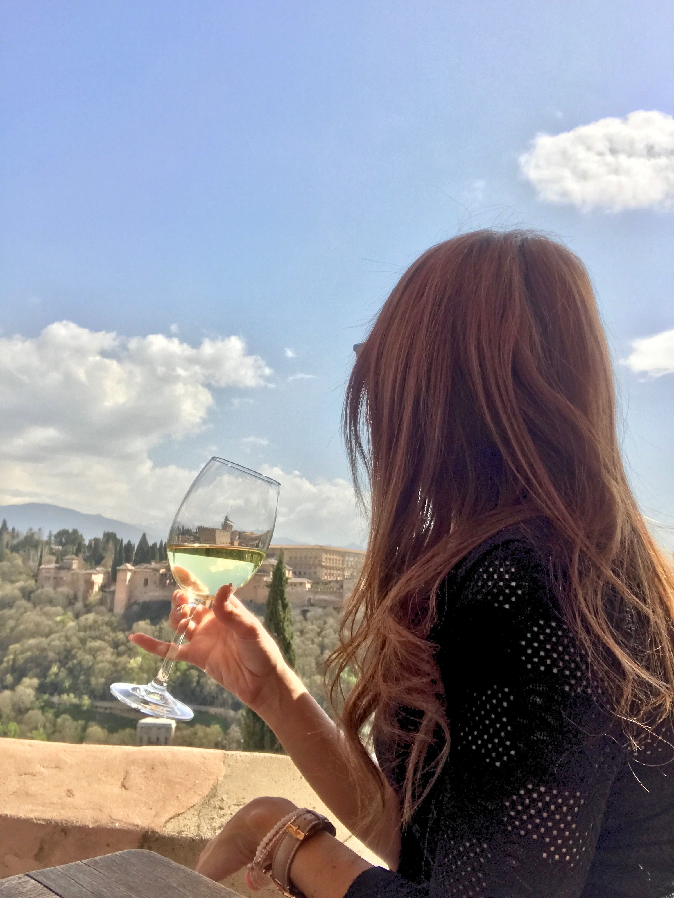 Un vino con vistas a la alhambra