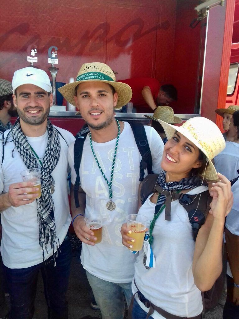 En el trayecto de La Matilla a Gato también nos encontramos este camión de Cruzcampo con cerveza ¡bien fría! Nos sentó a gloría!, Camino del Rocío