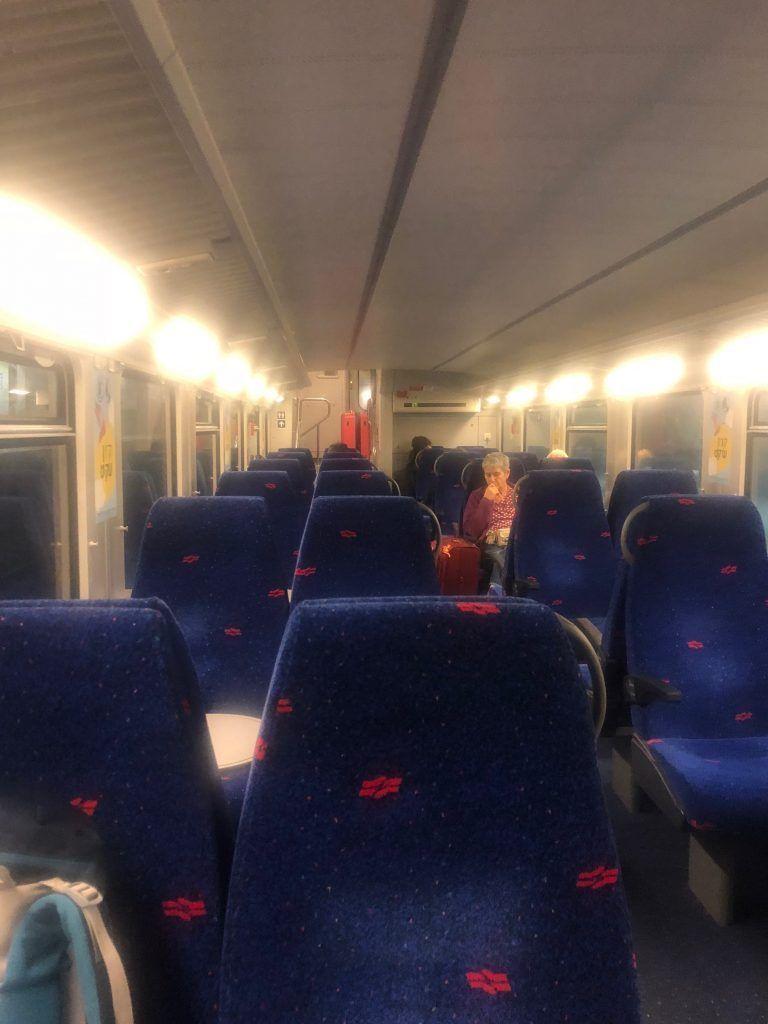 Interior del un tren en Israel