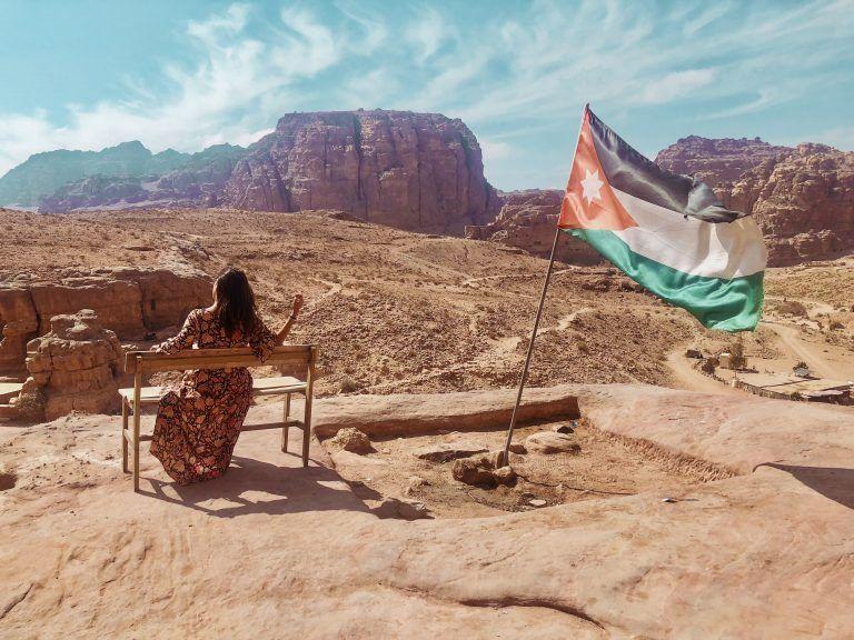 Vistas de Petra desde un banco en la zona de las tumbas