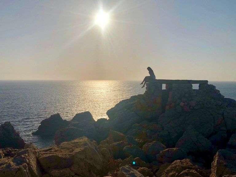 Faro de punta Nati, uno de los mejores atardeceres de la isla
