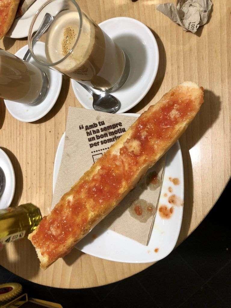 desayuno en la cafeteria 365 en Barcelona