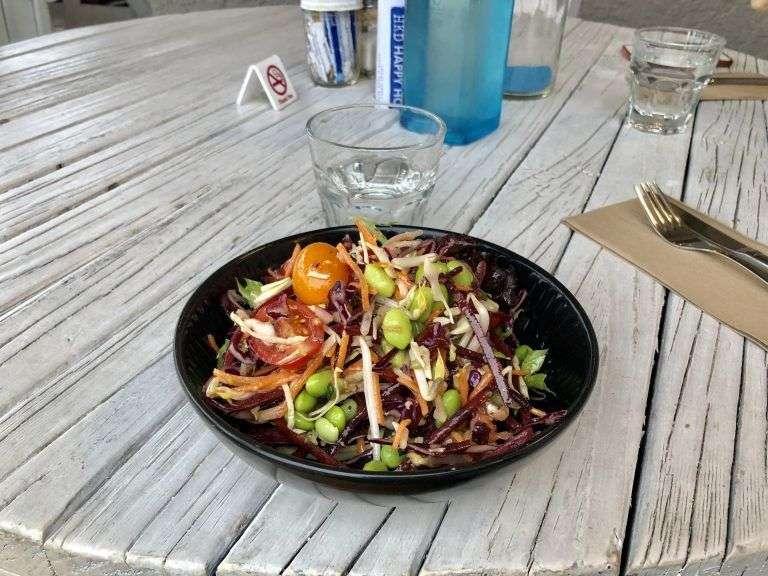 Ensalada en un restaurante de Marahau