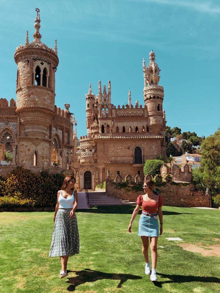 Paola y yo en el Castillo de Colomares durante nuestra ruta de dos días por Málaga