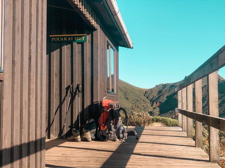 Pouakai Hut, lago reflejo Taranaki